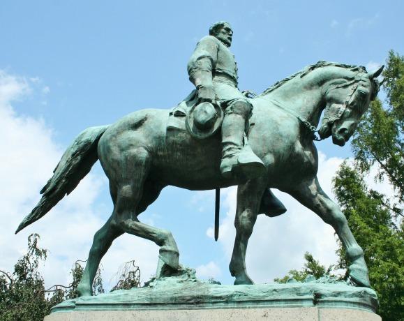 statue-53321_1920